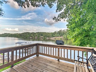 Lakefront Hot Springs Home w/ 2 Swim Docks!