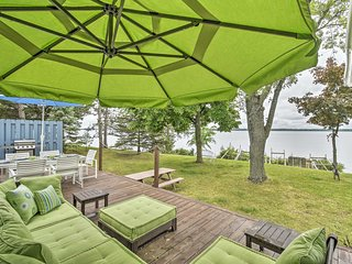 NEW-Lakefront Friendship House w/Dock, Deck & Yard