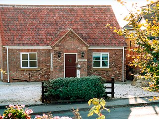 HEATHER CROFT, family friendly, with a garden in Robin Hood'S Bay, Ref 925
