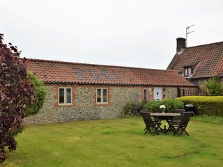 56142 Cottage situated in Sheringham (2mls SW)