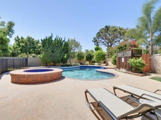 Corner pool home 20min from Disneyland or Beach