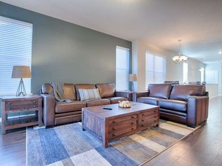 Weekday Discounts! Central Location,One Level Living,King Bed!,Gas Fireplace,Gar