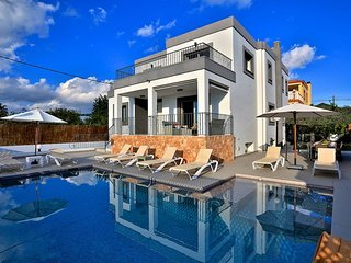Villa Athena, modern & spacious near Ibiza Town