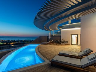 Bliss Suite with pool | Onira Suite Dreams Crete