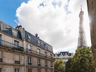 REFINED PARISIAN STYLE MINUTES FROM EIFFEL & SEINE