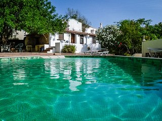 Uniquely restored farmhouse with pool. Close to Waterpark, Beaches and Golf.