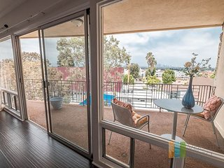 2b/2bth with stunning LA views. Cls to Downtown!