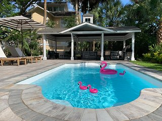 NEW POOL OASIS, CHARMING HOME ONE-MINUTE FROM BEACH