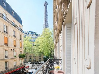 CHIC RENTAL-SPECTACULAR LOCATION~STONES THROW FROM THE EIFFEL