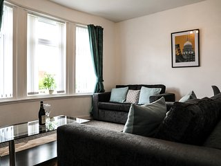 Spacious 2 Bedroom with a Private Garden