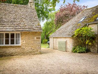 Keble Cottage is an immaculate period property in the heart of Fairford