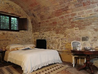 Spacious apt in Gubbio