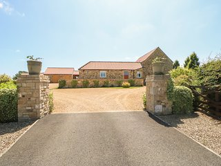 BELL HOUSE BARN, quality accommodation, off road parking, near Staindrop, ref
