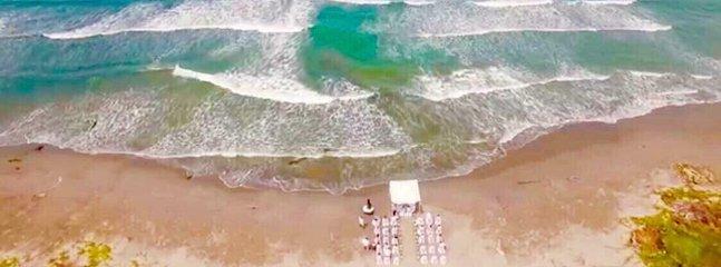 Vacker utsikt över stranden och Karibiska havet, perfekt för att fira bröllop och evenemang ...