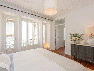 Non smoking.Spacious restful ensuite double room near the beach Estoril Cascais