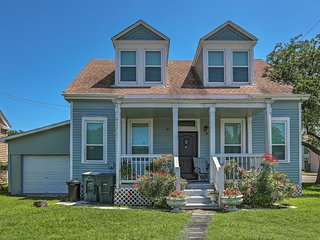 Galveston Home, 1 Mi to Beach & Seawall Blvd