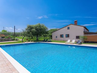 2 bedroom Villa with Pool, WiFi and Walk to Beach & Shops - 5052602