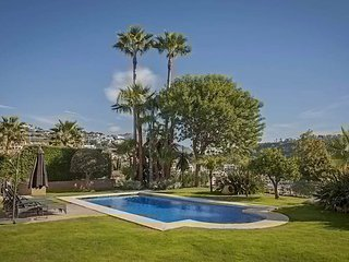 Villa LA - Beatuful views to the Med sleeps 8 guest