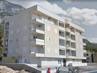 Three bedroom apartment Makarska (A-16851-a)