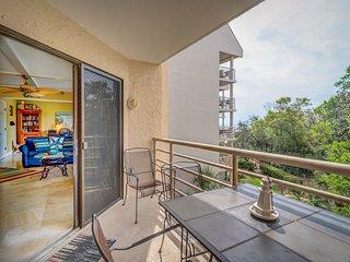 Stunningly remodeled 3rd floor villa with ocean views!