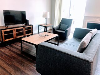 N208 - Explore the City from a Cozy 2BR Suite in Westwood