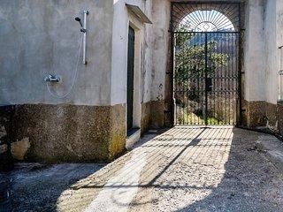 Santa Maria del Castello Villa Sleeps 5 with Air Con and WiFi - 5777700