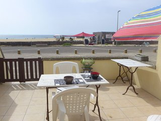 1 bedroom Apartment with WiFi and Walk to Beach & Shops - 5807804