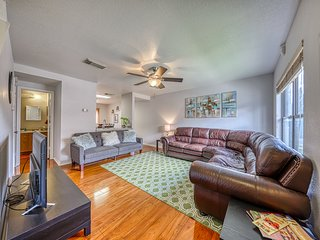 Comfortable home w/ enclosed yard & deck, close to downtown/Medical Center!
