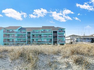 Oceanfront & Pool Renovated with Large Deck & Netflix - Sleeps 7