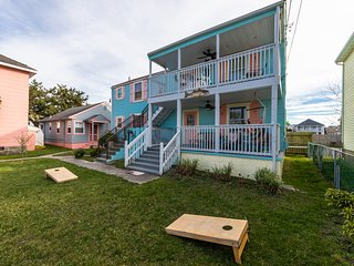 Cozy coastal retreat w/ porch & hammock - 2 blocks to beach/boardwalk!