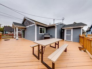 Charming Seaside home w/ a private hot tub & easy beach access!