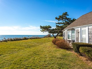 NEW LISTING! Charming waterfront cottage w/fireplace, full kitchen-walk to beach