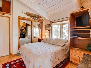 Cozy double condo w/ a private Sauna, sunroom w/ a fireplace, & shared tennis