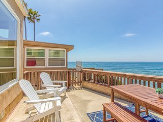 Oceanfront cottage with unobstructed views & deck - steps to the water!