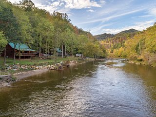 Dog-friendly cabin with riverfront access - great for fishing!
