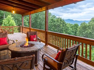 Smoky Mountain home with multi-level deck, hot tub, sauna - mountain views!