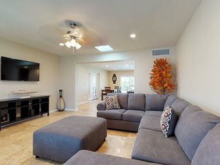 Scottsdale home close to shopping w/ a private pool & on-site putting green