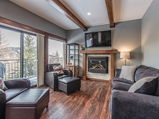 Cozy family condo w/ shared tennis & fantastic views of the Schweitzer mountains