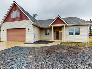 Cozy, dog-friendly home outside Sandpoint w/ deck & easy lake access!
