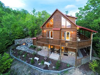 Large cabin with wrap-around porch, fireplace & wet bar!