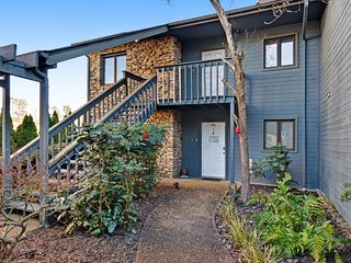 Comfortable condo w/ a private balcony - close to Pigeon Forge & Dollywood