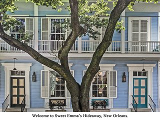 Charming two-story, Jazz themed duplex in the Garden District!