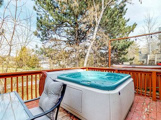 Terrific, central location for ski resort access w/ private hot tub & fireplace