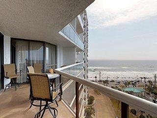 Gulf view condo w/ shared pool, hot tub, tennis, gym & easy beach access!