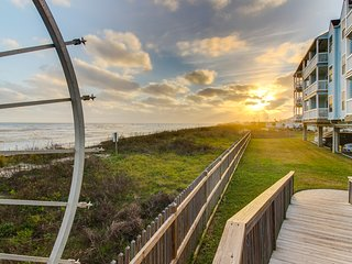 Beachfront condo w/ Gulf views, beach access & shared pool/hot tub!