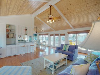 Gorgeous, waterfront Rockport home w/ dock & two full kitchens!