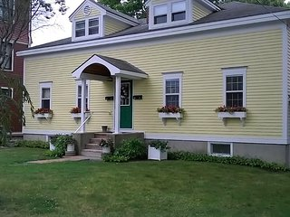 Green Door Cottage - classic, immaculate, in the heart of Bar Harbor