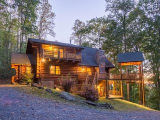 Three-story cabin w/ mountain views - multiple decks, firepit & games!