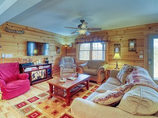 Pet-friendly log cabin with mountain views, wrap-around deck & hot tub!