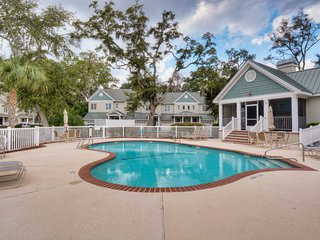 Golf course-adjacent townhome w/ a shared pool, screened porch, & gas grill!